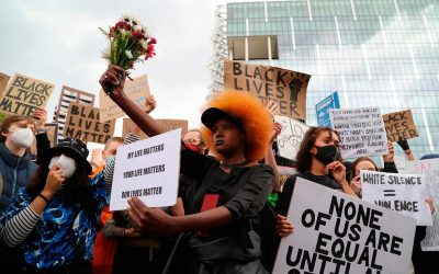 Police should not be getting down on one knee in support of Black Lives Matter protests
